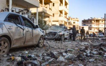 Pemantau perang Suriah yang terkait dengan oposisi mengatakan sembilan orang tewas dalam serangan Israel